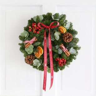 Scented Cinnamon & Berry Wreath | Free Chocolate