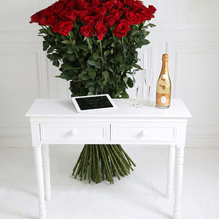 150 of The World's Largest Roses, Cristal & iPad